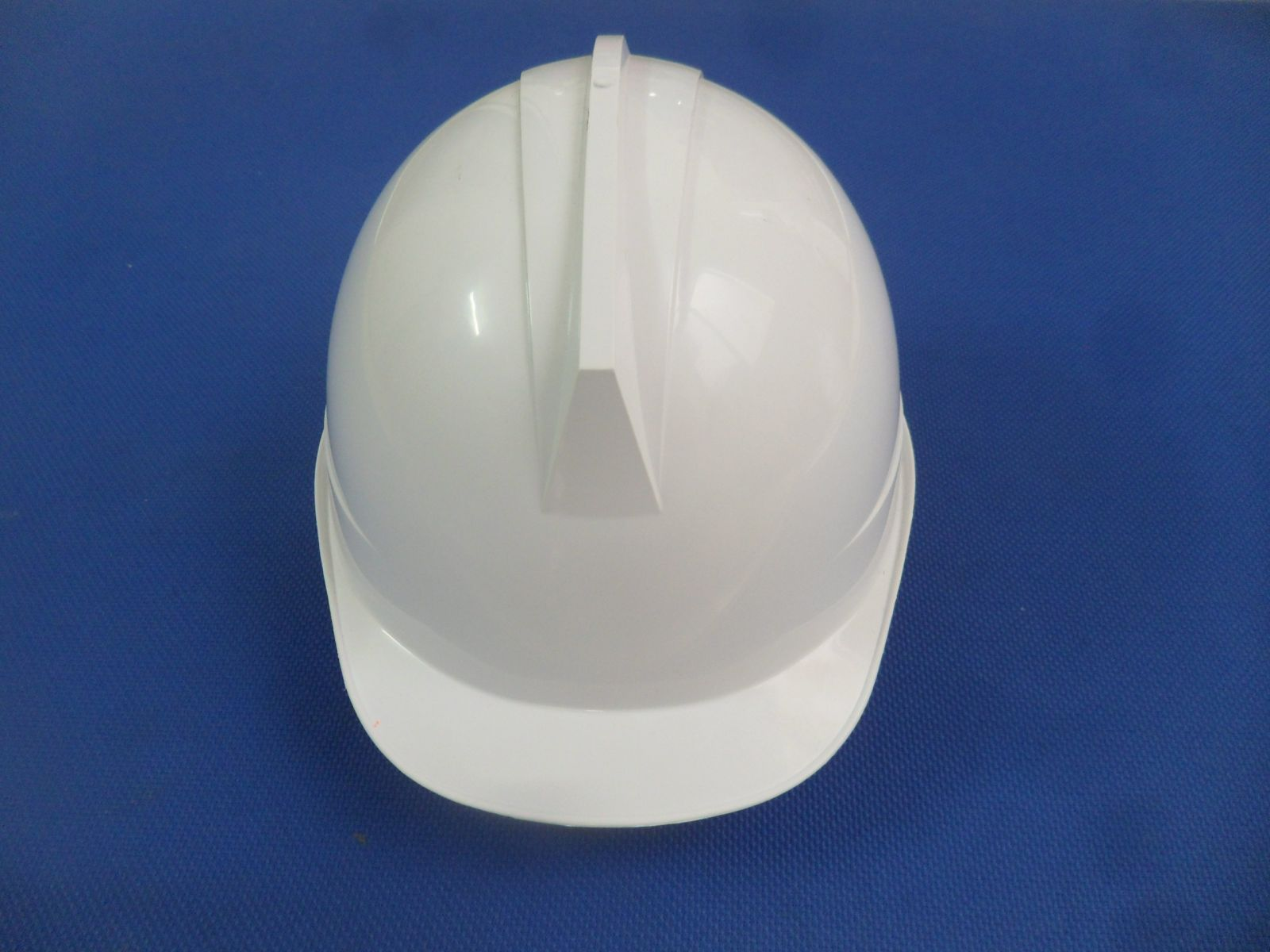 Mũ KUKJE màu trắng có xốp núm vặn